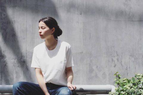 白Tシャツはヘアで差をつけて♪ラフな女性らしさが叶うレングス別ヘアカタログ  美容・ケア記事 | キナリノ – 暮らしを素敵に丁寧に。